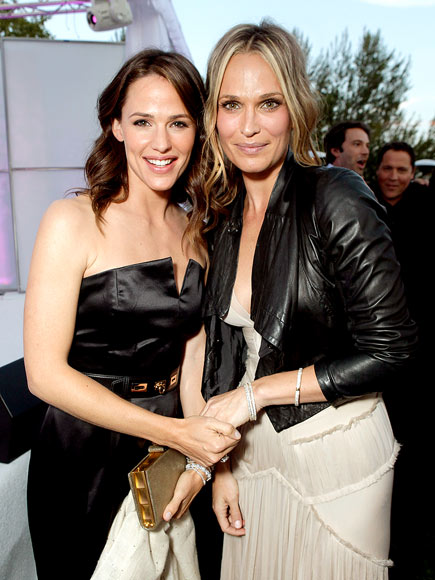 SOCIAL 'BUTTERFLIES' photo | Jennifer Garner, Molly Sims