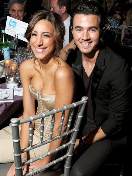 DATING SIGHT photo | Kevin Jonas