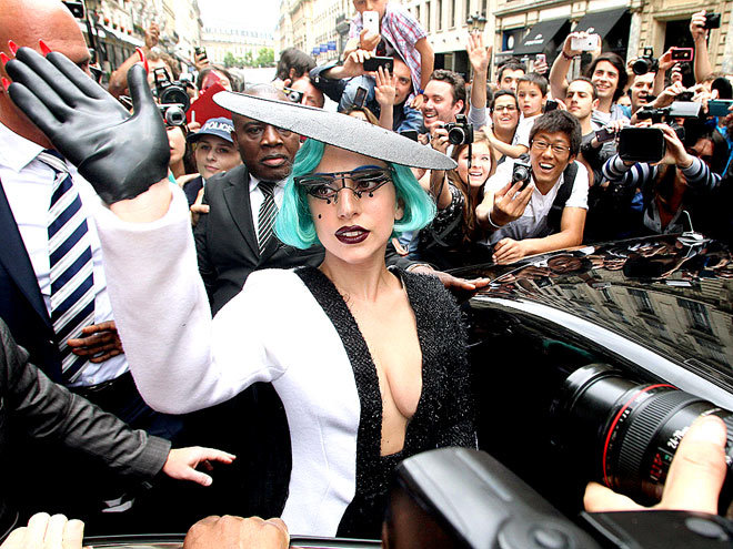 LADY IN WAITING photo | Lady Gaga