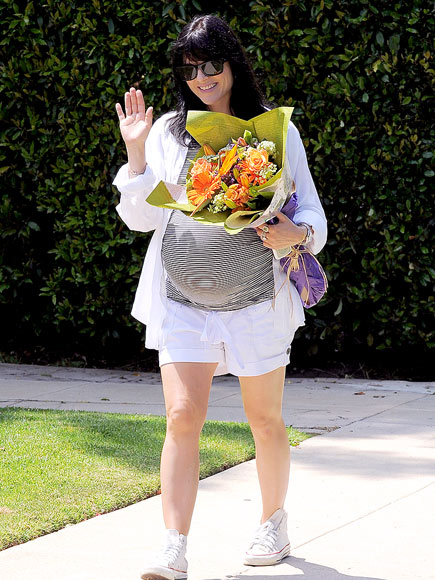 B-DAY BOUQUET photo | Selma Blair