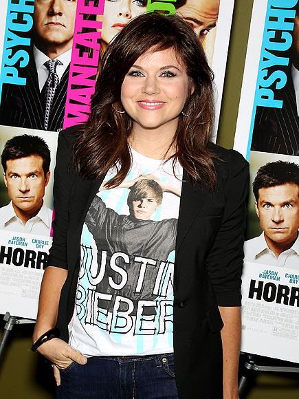SHIRTING THE ISSUE photo | Tiffani Thiessen