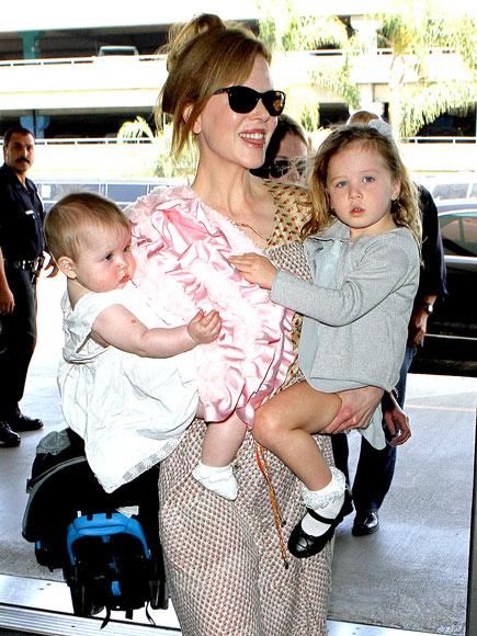 HAPPY HANDFUL photo | Nicole Kidman