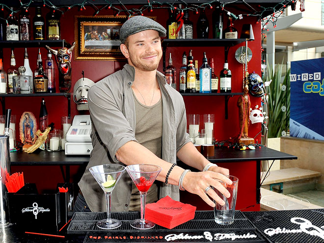 RAISING THE BAR photo | Kellan Lutz