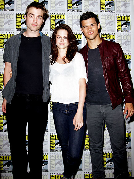 'BREAKING' THROUGH photo | Kristen Stewart, Robert Pattinson, Taylor Lautner