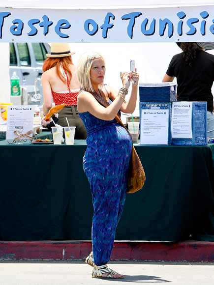 PHOTO FINISH photo | Tori Spelling