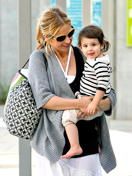 TOTE-ALLY CUTE photo | Sarah Michelle Gellar