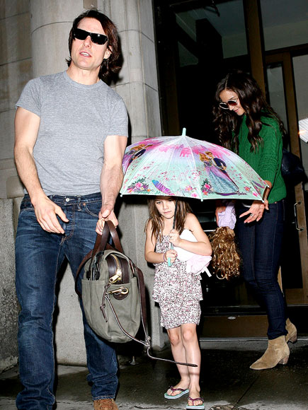 RAIN CHECK photo | Katie Holmes, Suri Cruise, Tom Cruise