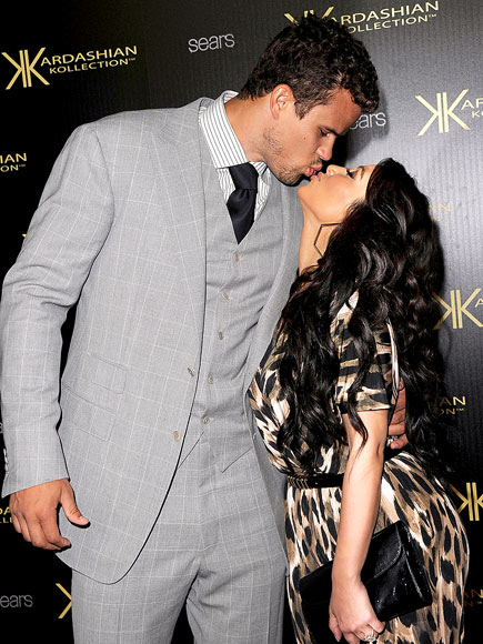 SEALED WITH A KISS photo | Kim Kardashian, Kris Humphries