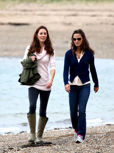 STROLLING SISTERS photo | Kate Middleton, Pippa Middleton
