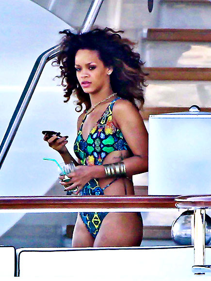 YACHT HOTTIE  photo | Rihanna