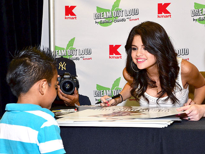 FACE TIME photo | Selena Gomez