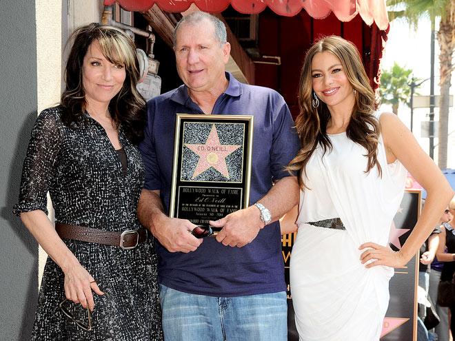 STAR SUPPORT  photo | Ed O'Neill, Katy Segal, Sofia Vergara