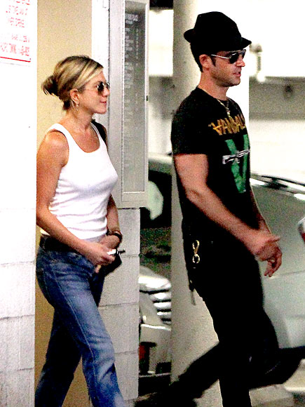 ON LEAVE photo | Jennifer Aniston, Justin Theroux