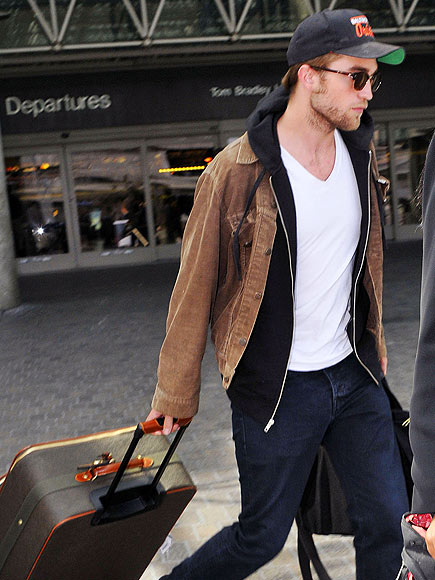 BAG IN ACTION photo | Robert Pattinson