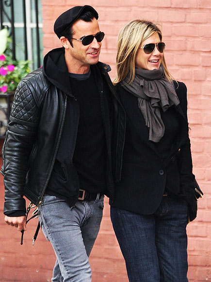 BACK IN BLACK   photo | Jennifer Aniston, Justin Theroux
