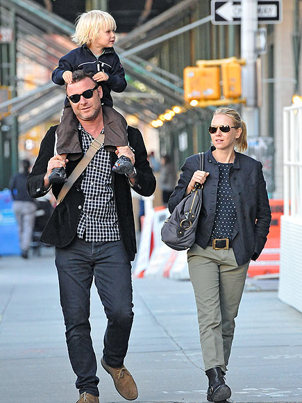 FASHIONABLE FAMILY photo | Liev Schreiber, Naomi Watts