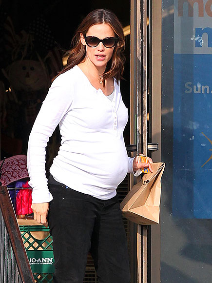 BUMP ALERT! photo | Jennifer Garner