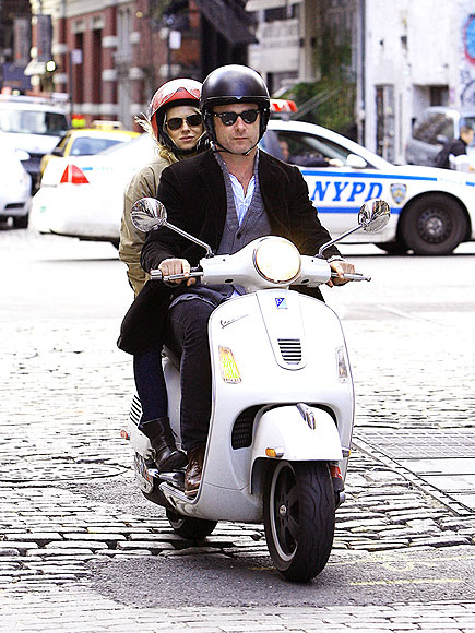 SCOOTER DUO photo | Liev Schreiber, Naomi Watts