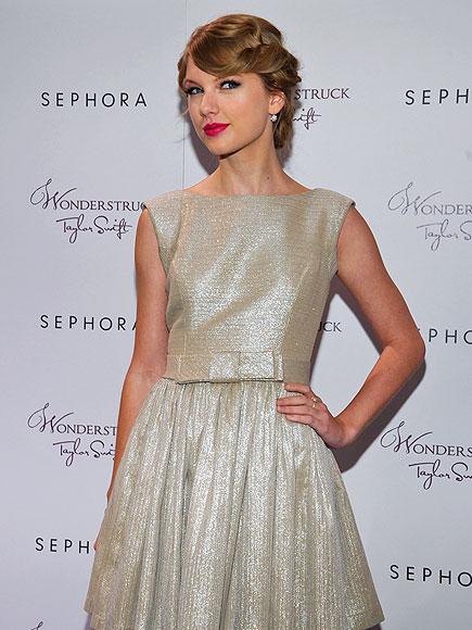 WHAT A WONDER photo   Taylor Swift