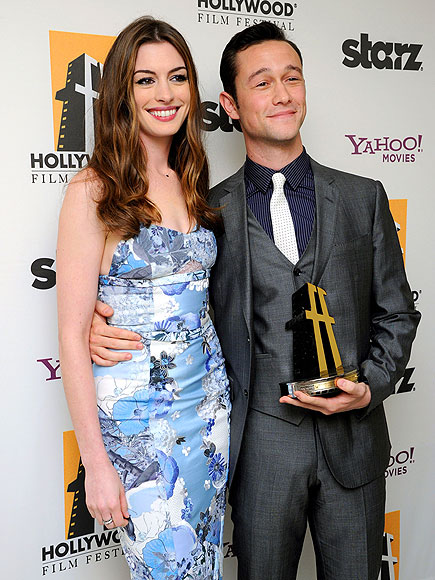 BIG WIN photo | Anne Hathaway, Joseph Gordon-Levitt