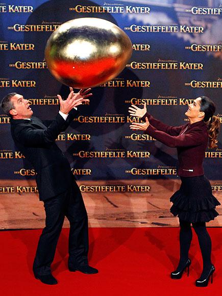 GOLDEN MOMENT  photo | Antonio Banderas, Salma Hayek