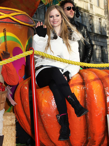 WAVE RIDER photo | Avril Lavigne