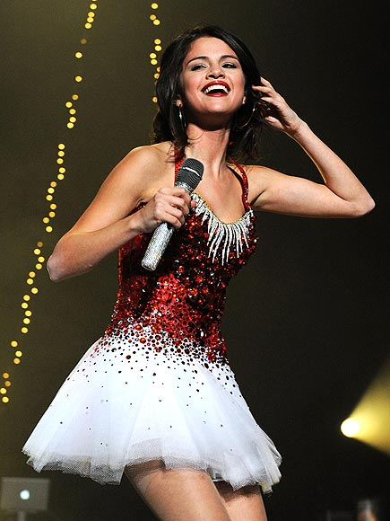 ALL THAT GLITTERS photo | Selena Gomez