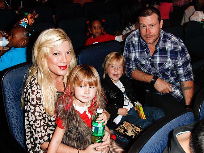 ONE HAPPY FAMILY   photo | Tori Spelling