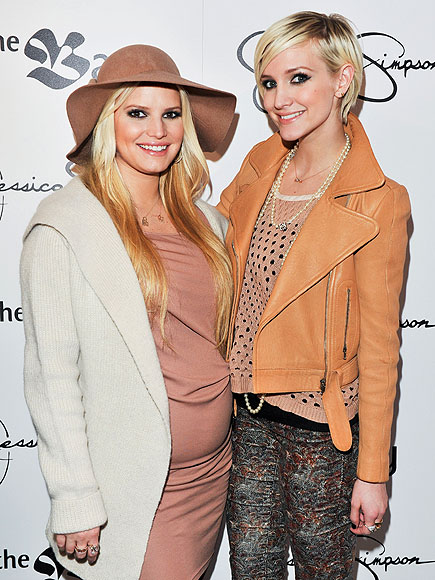 SISTERLY LOVE  photo | Ashlee Simpson, Jessica Simpson