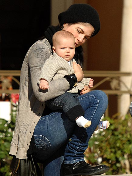 COZY CARGO photo | Selma Blair