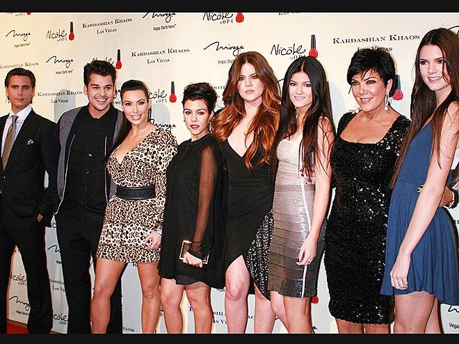 FAMILY AFFAIR   photo | Kendall Jenner, Khloe Kardashian, Kim Kardashian, Kourtney Kardashian, Kris Jenner, Kylie Jenner, Rob Kardashian, Scott Disick