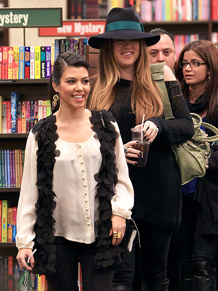 NOVEL IDEA photo | Khloe Kardashian, Kourtney Kardashian