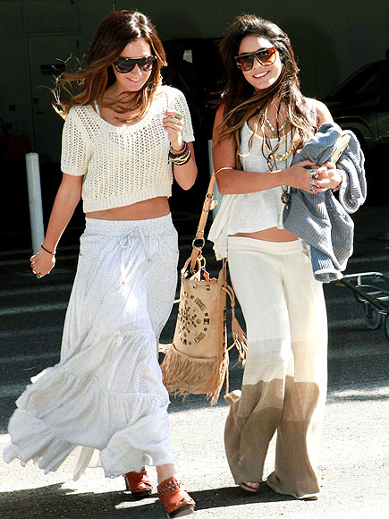 ASHLEY TISDALE & VANESSA HUDGENS photo | Ashley Tisdale, Vanessa Hudgens