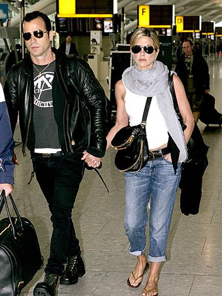 JENNIFER ANISTON & JUSTIN THEROUX photo   Jennifer Aniston