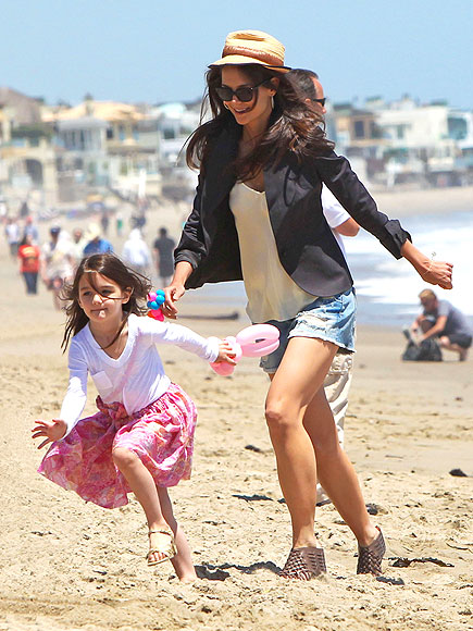KATIE HOLMES photo | Katie Holmes, Suri Cruise