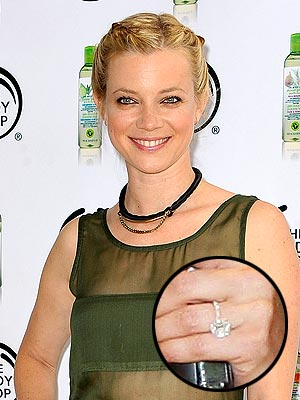 Amy Smart Flashes Her Engagement Ring!