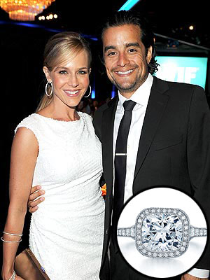 julie benz 300x400 Julie Benzs Glimmering Engagement Ring: All the Details!