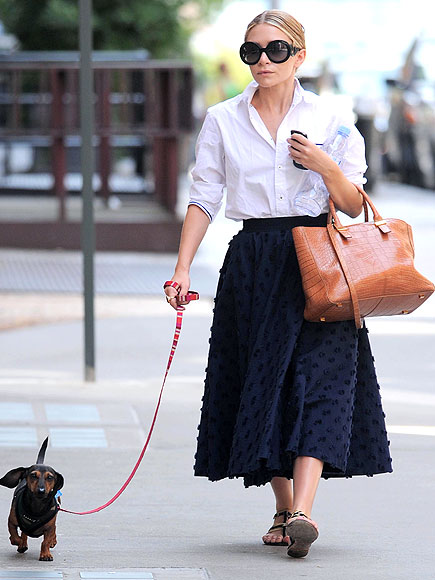 ASHLEY OLSEN STROLLS WITH SPOT photo | Ashley Olsen