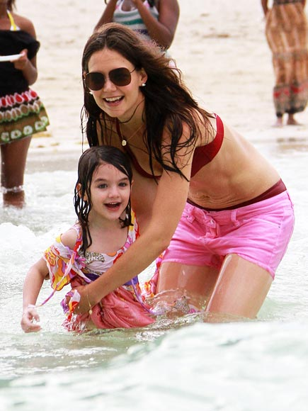 KATIE HOLMES MAKES A SPLASH photo | Katie Holmes, Suri Cruise