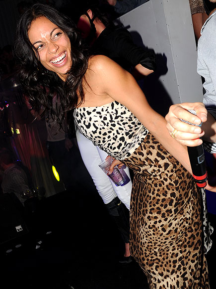 ROSARIO DAWSON BUSTS A MOVE photo | Rosario Dawson