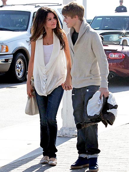 OUTDOOR STROLL photo | Justin Bieber, Selena Gomez