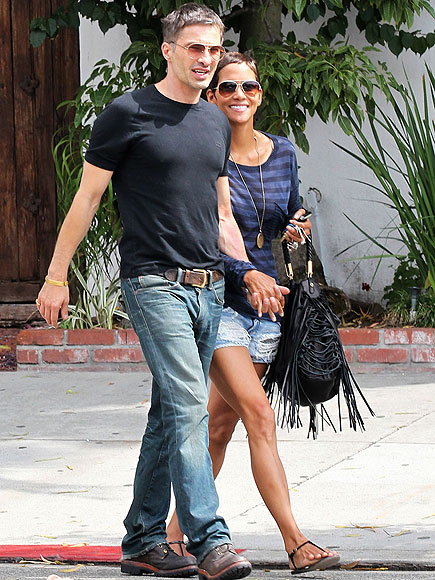 AL FRESCO BRUNCH photo | Halle Berry, Olivier Martinez