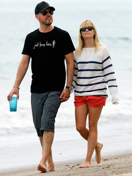 BEACH STROLL photo | Jim Toth, Reese Witherspoon