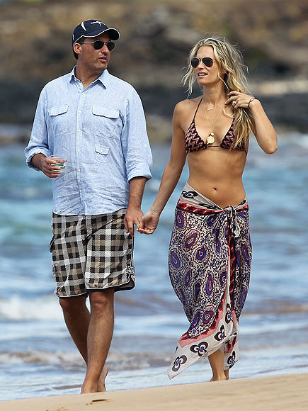 BEACH DATE photo | Molly Sims
