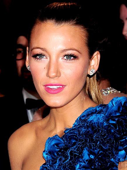 PINK POUT photo | Blake Lively