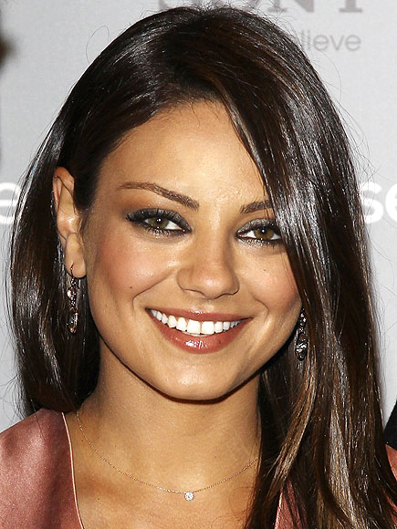 ILLUMINATING EYE SHADOW photo | Mila Kunis