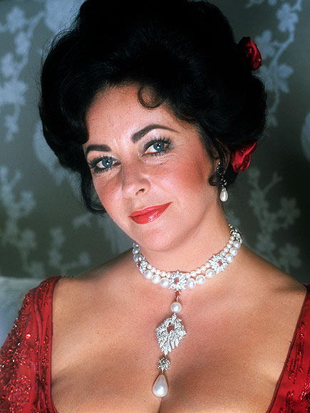 LA PEREGRINA photo | Elizabeth Taylor