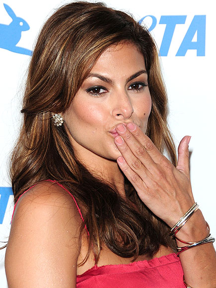 NEW NUDE NAILS photo | Eva Mendes