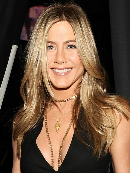 LAYERED GOLD photo | Jennifer Aniston