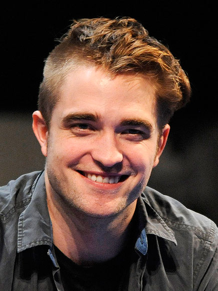 ROBERT PATTINSON'S HALF-SHAVED STRANDS photo | Robert Pattinson